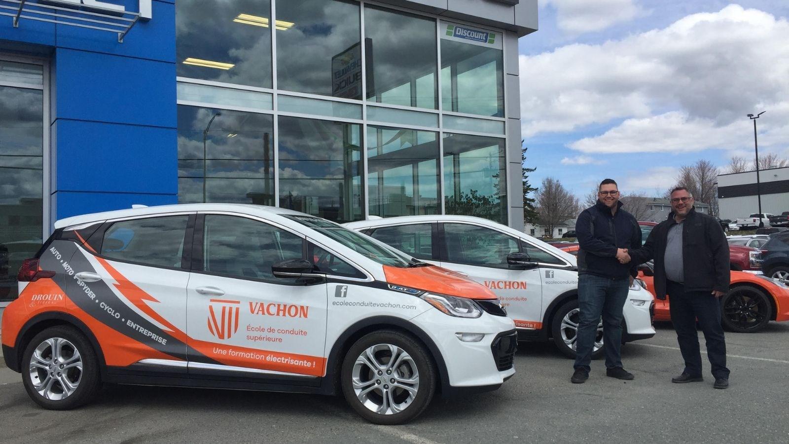Deux autos électriques pour Vachon école de conduite
